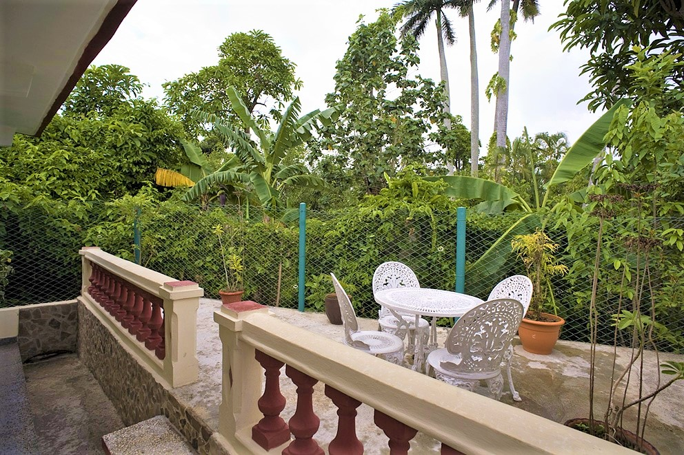 Terrace of a casa particular in Viñales with a view