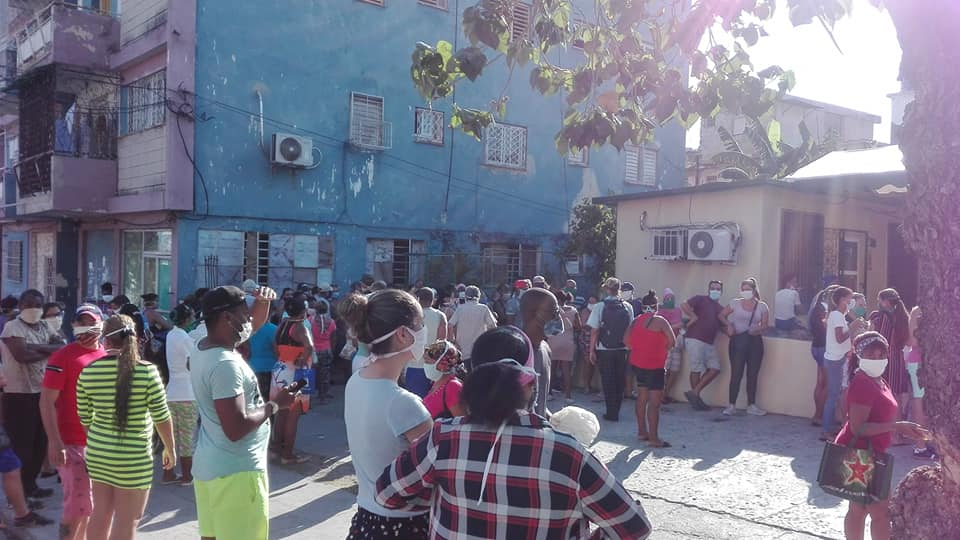 Cubans queuing up to buy food wearing face masks during coronavirus outbreak