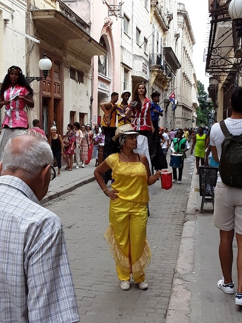 Cuban artists on the streets
