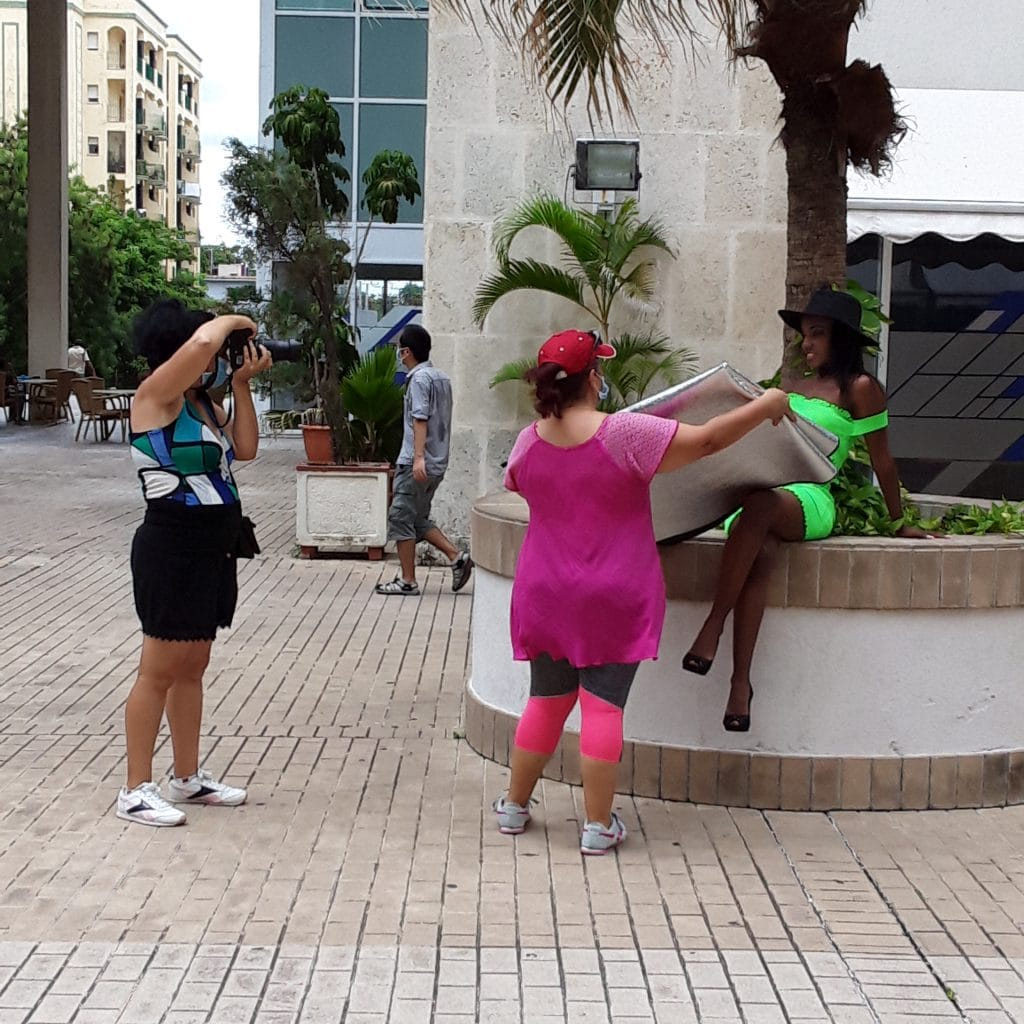 Photo session of a 15 years old girl. Cuban traditions.