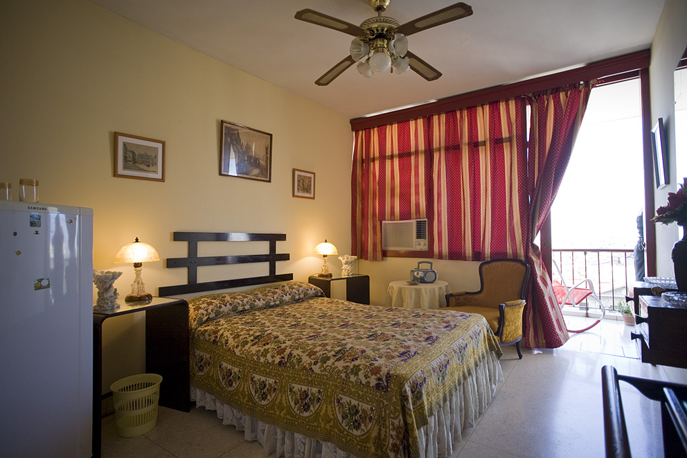 Casa Mabel is close to the Campoamor Theatre in Havana.